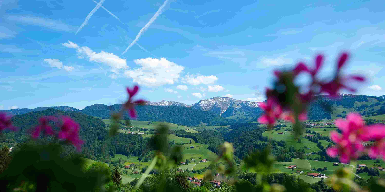 Blick auf den Hochgrath vom Hotel Allgaeu Sonne in Oberstaufen im Allgäu