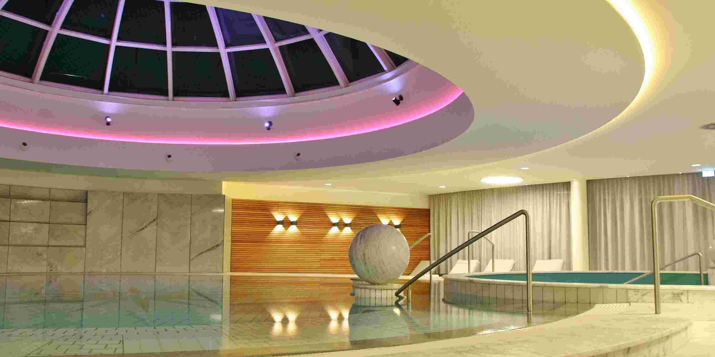 Poolbereich des Wellnesshotels im Allgäu