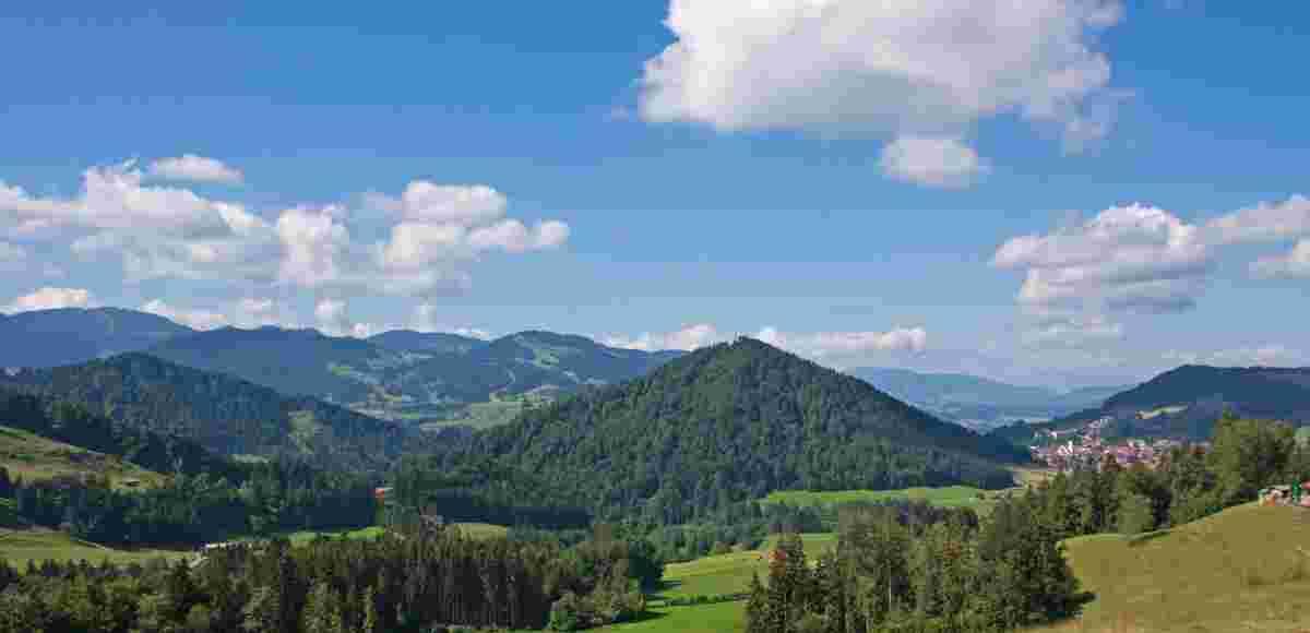 Blick von Alpe Mohr in Richtung Oberstaufen mit dem Staufen