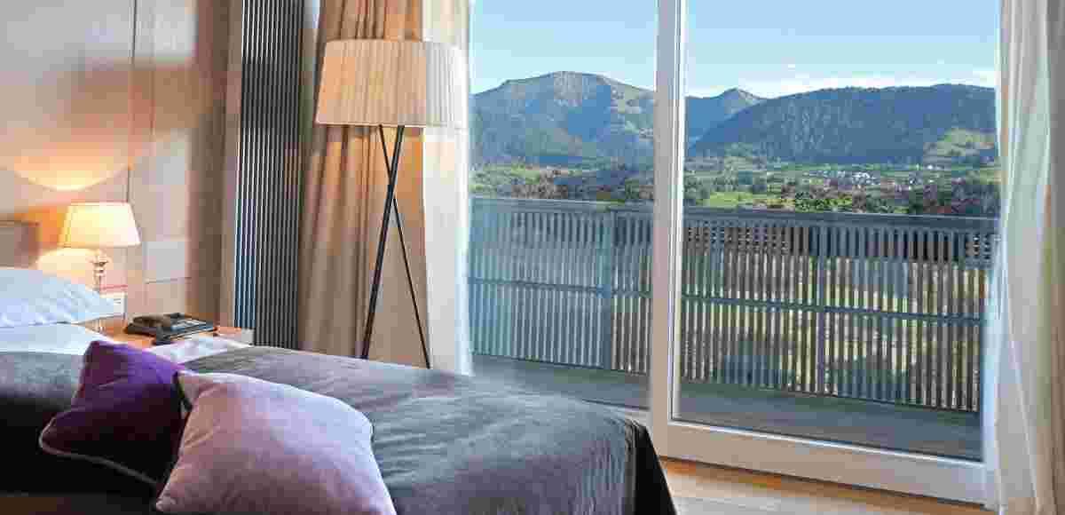 Blick aus der Juniorsuite im 5* Hotel Allgäu Sonne auf die Allgäuer Bergwelt
