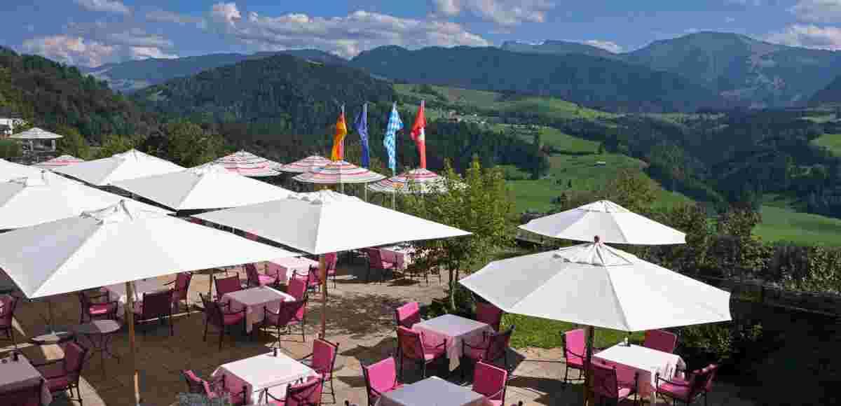 Restaurant-Terrasse in der Allgäu Sonne