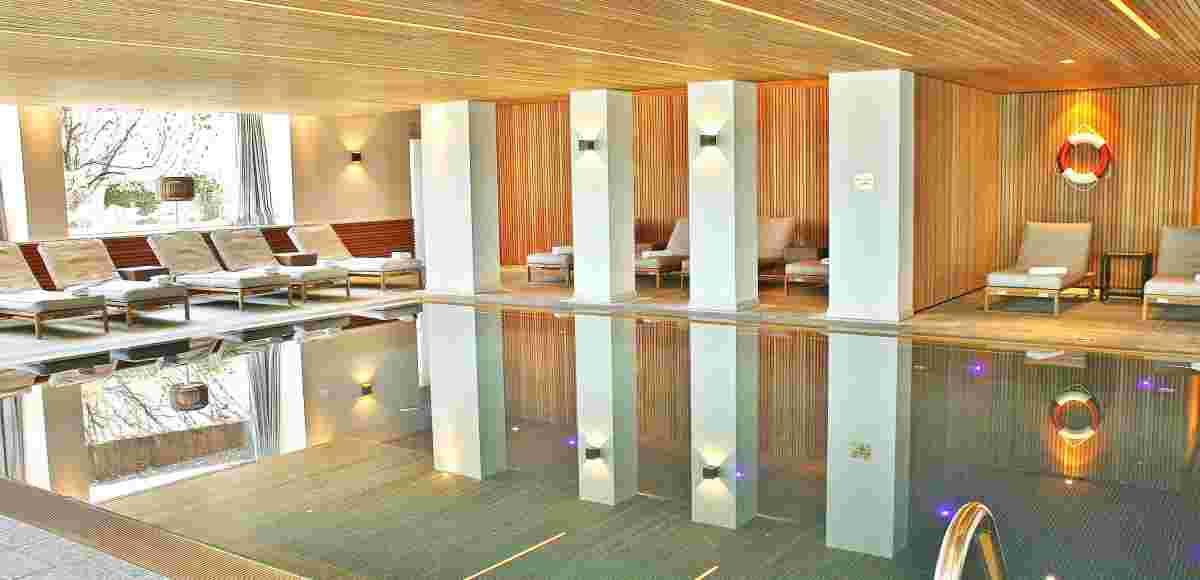 Schwimmbecken im Wellnesshotel Allgäu Sonne
