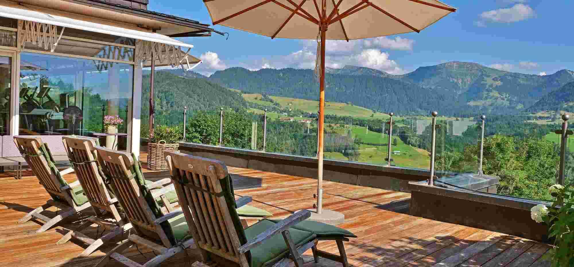 Terrasse vom Wintergarten im Wellnesshotel Allgäu Sonne in Oberstaufen