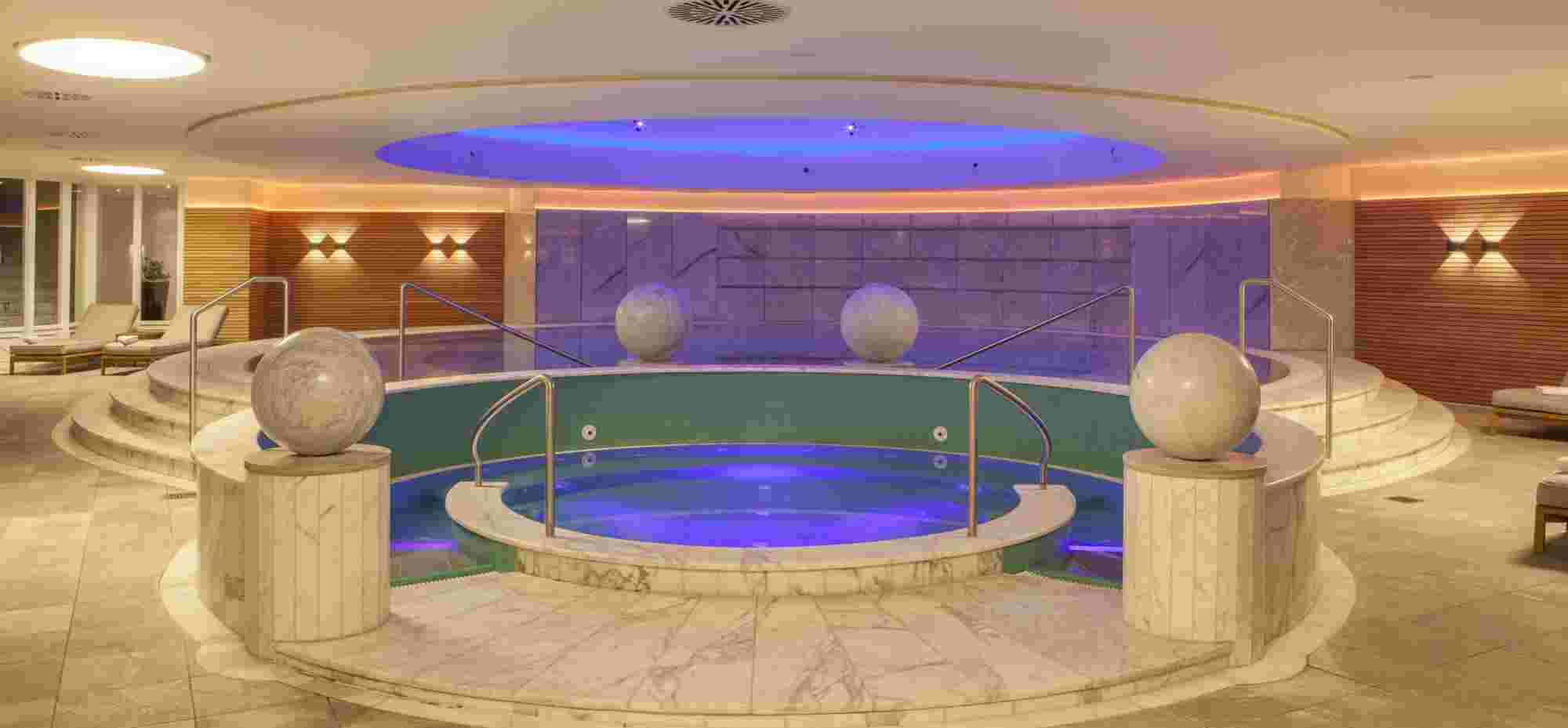 Whirlpool im Wellnesshotel im Allgäu