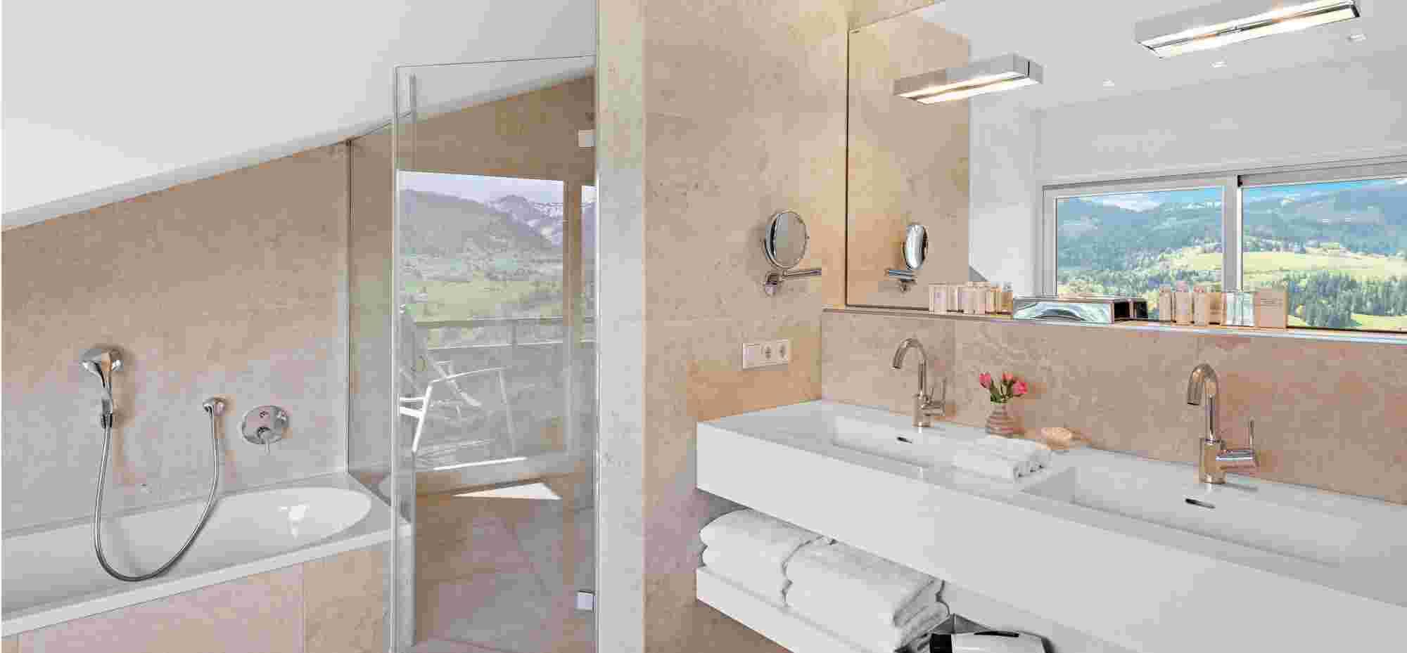 Badezimmer der Alpin Suite Süd im 5 Sterne Hotel Allgäu Sonne in Oberstaufen