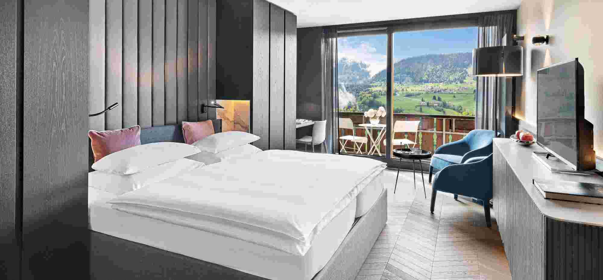 Superior Doppelzimmer anthrazit mit Ausblick im 5 Sterne Hotel Allgäu Sonne