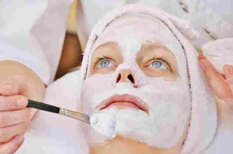 Kosmetikanwendung im Wellnesshotel Allgäu Sonne