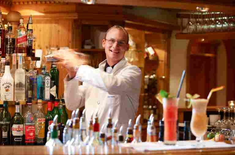 Barkeeper an der Bar