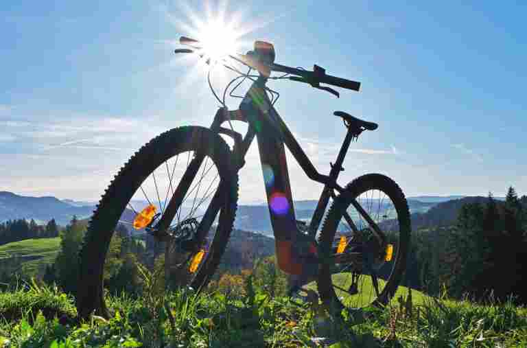 E-Mountainbike in der Allgäu Sonne