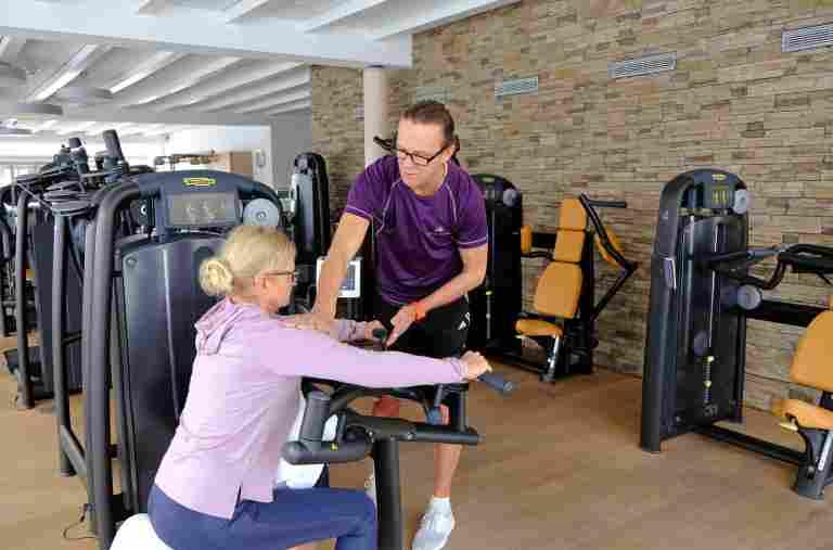 Personal Training im Fitnessraum des 5 Sterne Sporthotels Allgäu Sonne