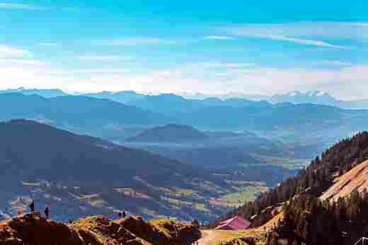 Blick vom Hochgrat in Richtung Säntis mit wunderschönem Bergpanorama