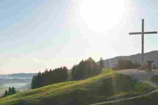 Ausblick vom Gipfel des Hündle an einem schönen Sommertag in Richtung Alpsee