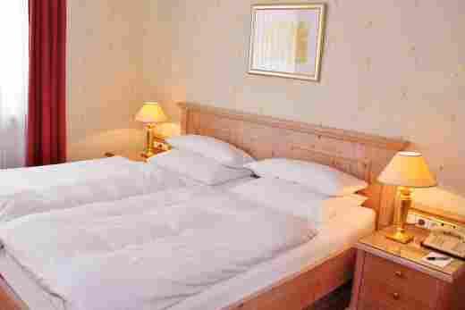 Standard Doppelzimmer Bett