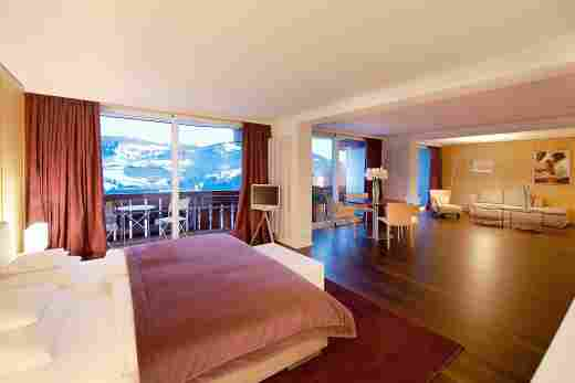 Allgäu Sonne Suite mit Schlaf- und Wohnbereich im Hotel Allgäu Sonne in Oberstaufen