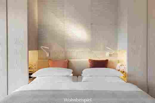 Bett und schöne Holztäfelung im Superior Doppelzimmer in weiß im 5 Sterne Hotel Allgäu Sonne in Oberstaufen