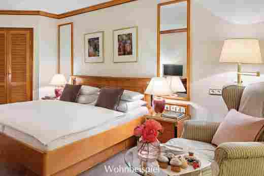 Comfort Doppelzimmer mit Kuchen und Blumen im 5 Sterne Hotel Allgäu Sonne in Oberstaufen