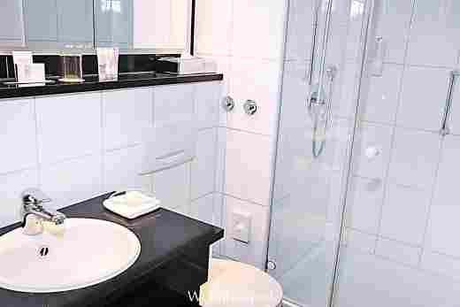 Badezimmer im Comfort Einzelzimmer im Hotel Allgäu Sonne in Oberstaufen