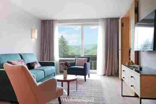 Wohnzimmer mit Ausblick im Superior Appartement im Landhaus im Wellnesshotel Allgäu Sonne