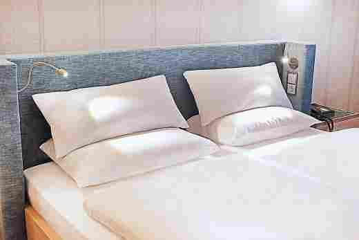 Bett im Superior Doppelzimmer im Landhaus im Sport- &  Wellnesshotel Allgäu Sonne