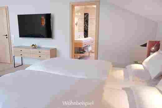Blick vom Bett ins Badezimmer im Studio im Landhaus im Hotel Allgäu Sonne in Oberstaufen